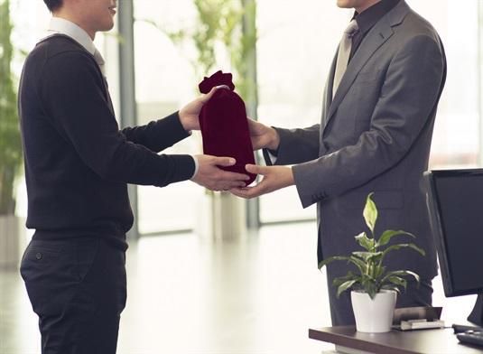 Verslo dovanos: kuo šiemet nustebinsite verslo partnerius ir darbuotojus?