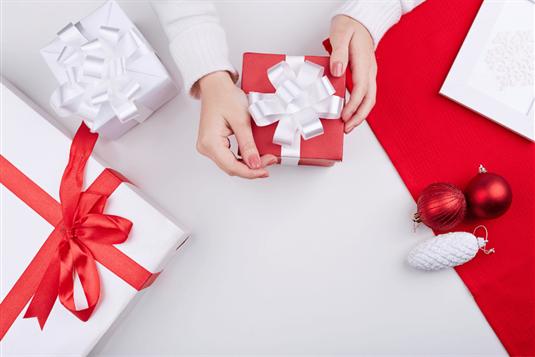 Paskutinės minutės Kalėdinių dovanų idėjos 2020 m. + dovanų pakavimo būdai