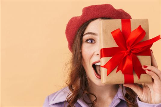 Geriausios dovanų idėjos ir patarimai, kaip pakuoti dovanas