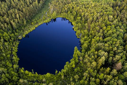 Poilsis prie ežero Lietuvoje