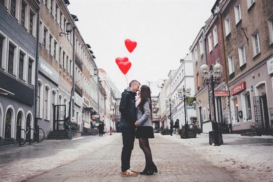 Valentino dienos dovanos Jai ir Jam + romantiškų išvykų idėjos