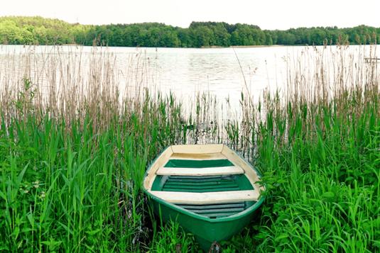 Poilsis prie ežero Lietuvoje – kodėl verta rinktis?