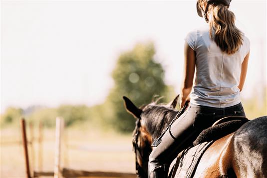 Jodinėjimas žirgais - ne tik pramoga, bet ir terapija