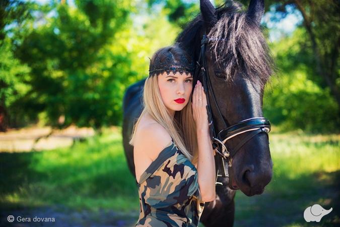 Fotosesija su žirgais sodyboje