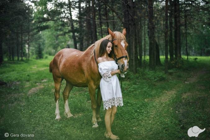 Mergvakario fotosesija su žirgu