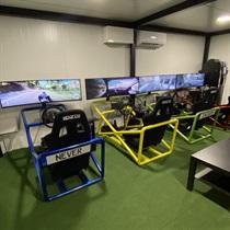 Treniruotė lenktynių simuliatoriuje
