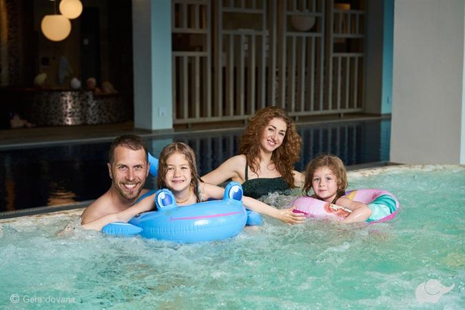 Poilsis šeimai baseino ir pirčių erdvėje