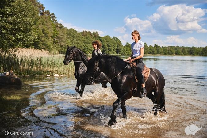 Romantiškas jodinėjimas žirgais