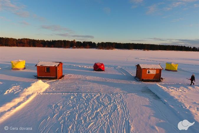 Amerikietiška VIP žvejyba ant ledo