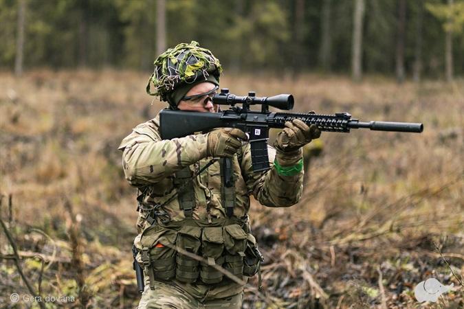 Šratasvydis su profesionalaus kario įranga
