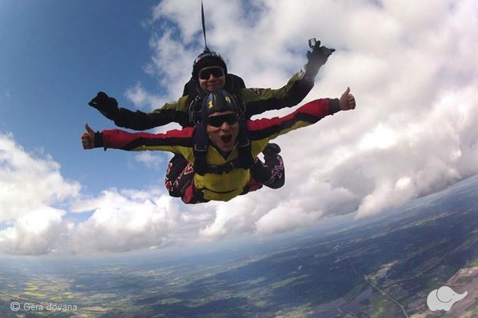 Šuolis parašiutu su instruktoriumi iš 3 km